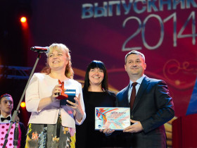 "Diamond Holding presented the awards at the VI All-Russian Prize Graduate 2014 in the Kremlin"" в Кремле"