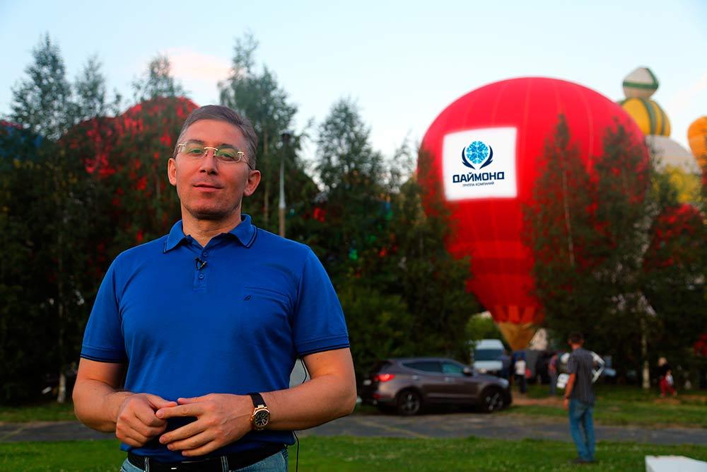Zaur Balagov balloons at the festival of St. Sergius Sky 2014