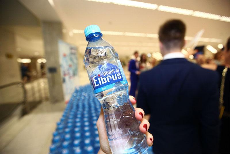 Минеральная вода Жемчужина Эльбруса на Выпускник 2015 - спонсор Холдинг Даймонд