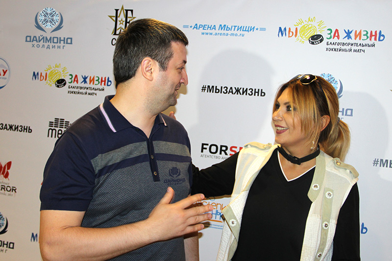 """Andrey Mishurov and the lead singer of the band """"City 312"""" Aya discussing the results of the game."""