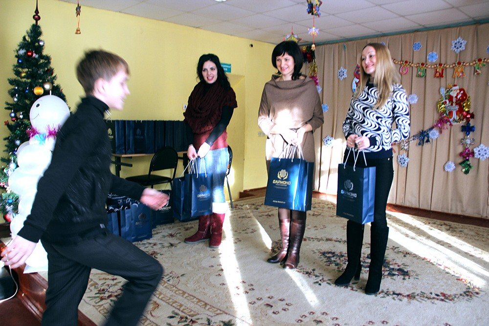 On the eve of New Year Diamond Holding employees congratulated children of the orphanage-school at Orekhovo-Zuevo