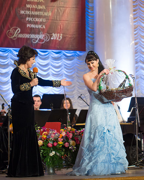 "Pelageya Kurennaya, who performed ""Vals v zerkalah"", won the Grand Prix of the competition ""Romansiada 2013"""