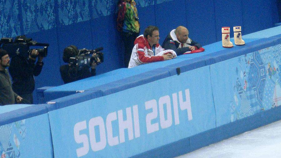 Танцы на льду с водка VALENKI смотрели с трибуны тренеров прямо с Александром Жулиным