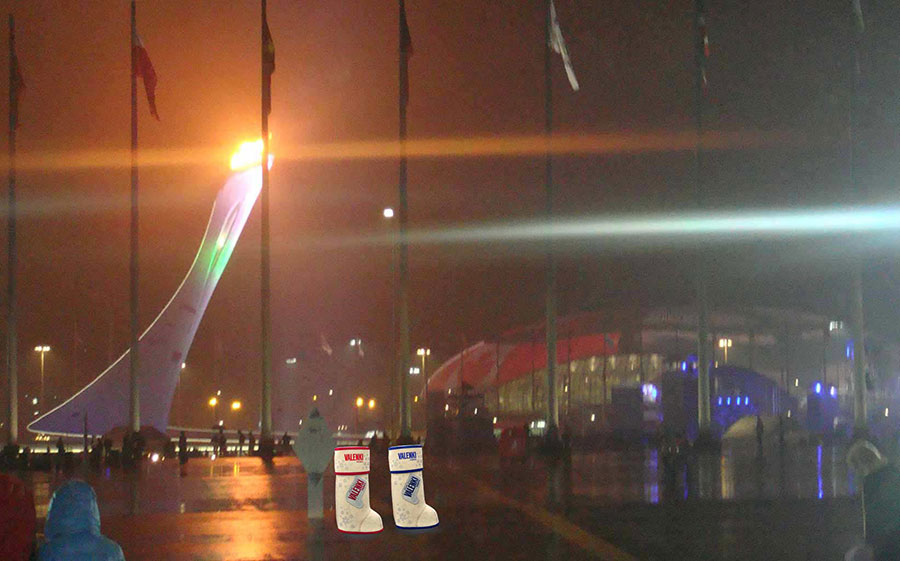 Олимпийский огонь в ночи с водка VALENKI. До свидания, Сочи!