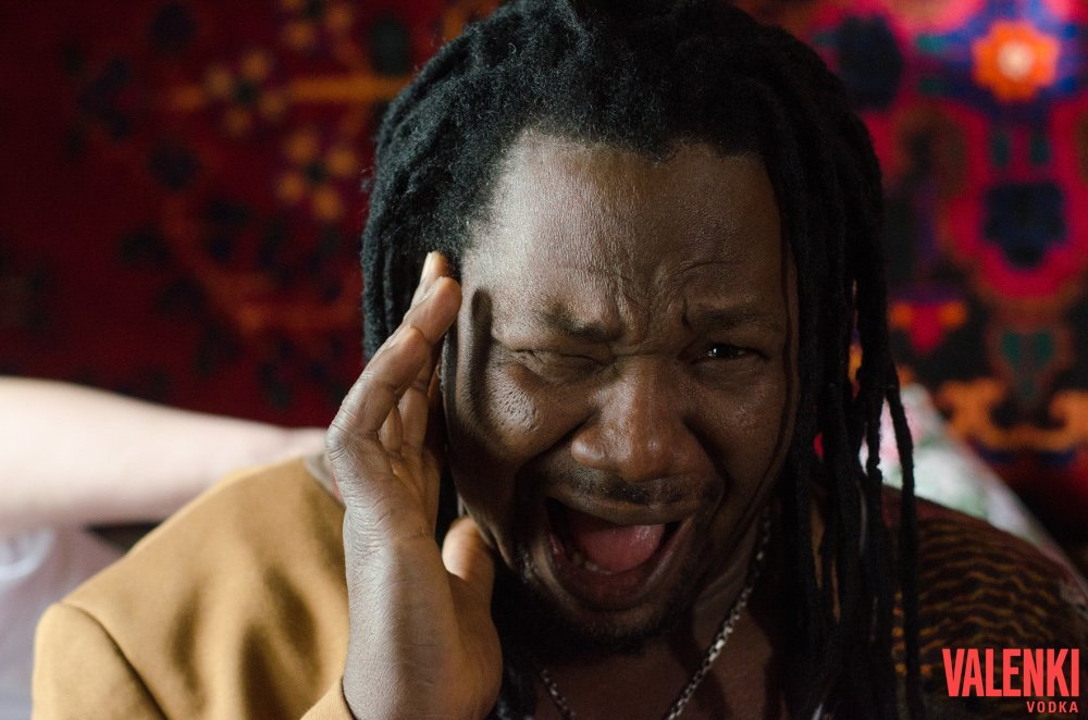 Бывший чемпион по боксу знаменитый певец и хитмейкер Инуса Давуда (Inusa Dawuda) снимался в клипе VALENKI