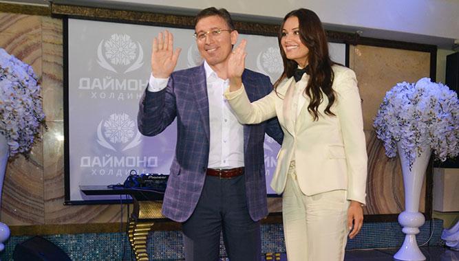 Заур Балагов (президент Холдинга Даймонд) и Оксана Федорова (телеведущая и мисс Вселенная) на вручении премии Tropical Style Awards 2015