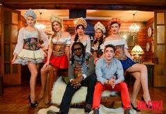 Инуса Давуда в окружении русских красавиц на съемках видео проекта VALENKI от ГК Даймонд