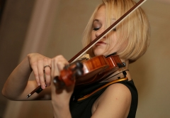 Violinist at the event for the benefit of the fatherland