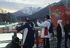 И тут же набежали иностранцы фотографировать VALENKI!