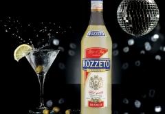Вермут «ROZZETO» - изысканный апперитив, изготовленный на основе белого вина с добавлением полыни, корицы, кардамона и других пряных трав.